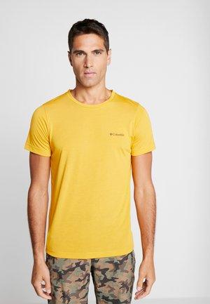 MAXTRAIL LOGO TEE - Print T-shirt - bright gold