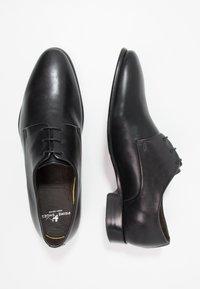 Prime Shoes - Elegantní šněrovací boty - black - 1