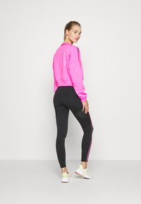 Puma - TRAIN BRAVE ZIP CREW - Sudadera - luminous pink - 2