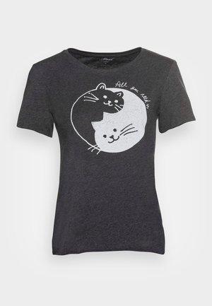 CATS PRINTED TEE - Triko spotiskem - phantom