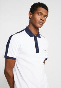 Calvin Klein - CONTRAST COLLAR - Polo shirt - white - 3