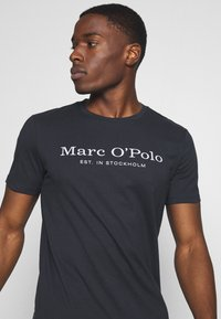 Marc O'Polo - SHORT SLEEVE ROUND NECK - Print T-shirt - total eclipse - 3