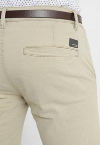 Lindbergh - CLASSIC  BELT - Shorts - sand - 5