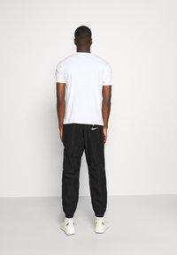 Nike Sportswear - PANT - Pantaloni sportivi - black/white - 2