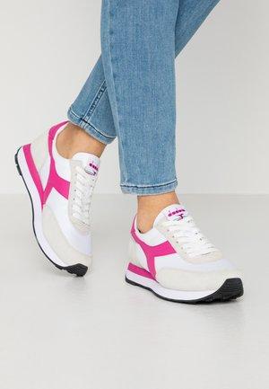 KOALA - Sneakers basse - white/azalea