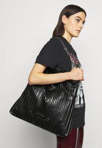 KARL LAGERFELD - KUSHION FOLDED TOTE - Tote bag - black - 1