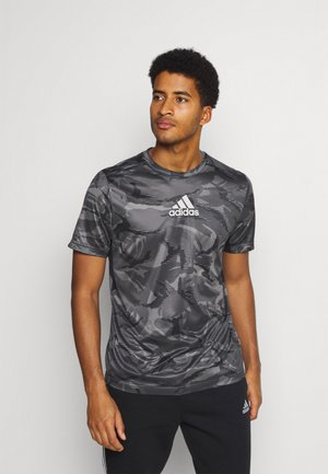 CAMO  - T-shirts print - grey four