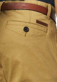 INDICODE JEANS - GOVER - Chino kalhoty - amber - 4