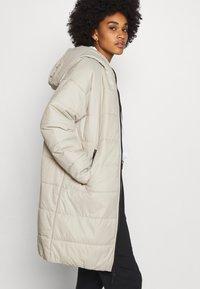 Nike Sportswear - CORE - Zimní kabát - stone/white - 3