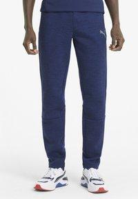 Puma - EVOSTRIPE  - Pantalon de survêtement - elektro blue - 0
