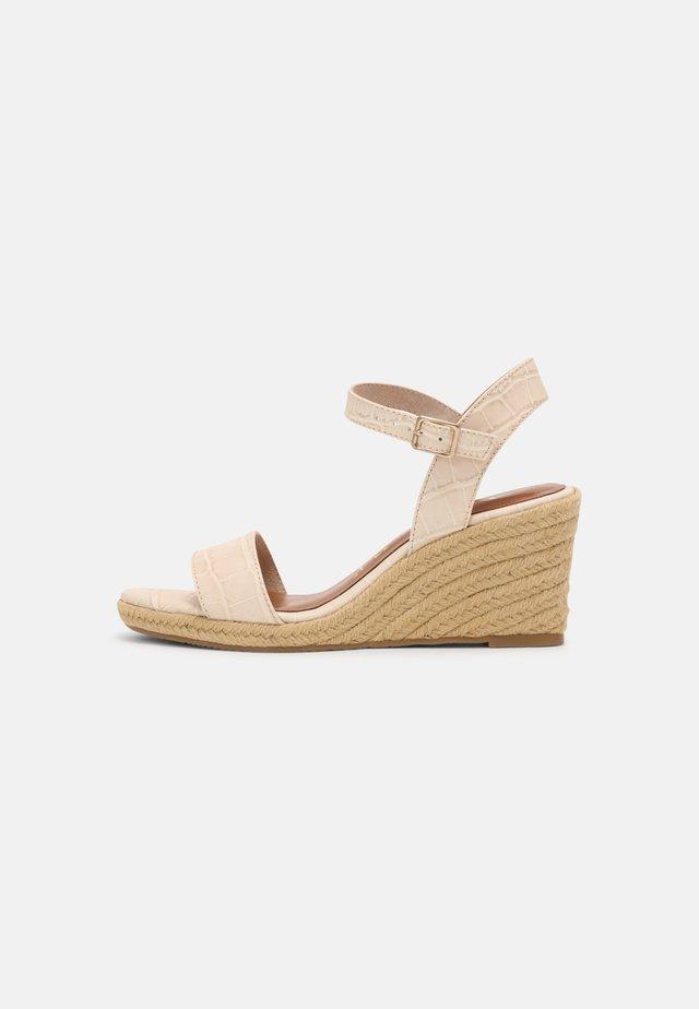 Sandalen met sleehak - cream