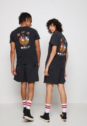 WASHED RAMEN - Print T-shirt - black