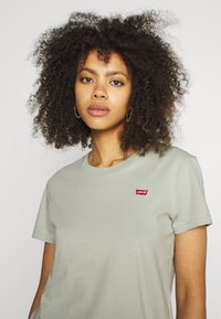 Levi's® - PERFECT - Basic T-shirt - desert sage - 3