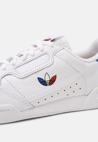 adidas Originals - CONTINENTAL 80 UNISEX - Sneakersy niskie - white/red/core black - 6