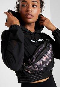 Puma - WOMENS WAIST BAG - Jiné - black/bridal rose - 1