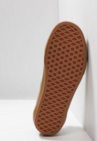 Vans - OLD SKOOL - Sneakers laag - laurel oak - 4