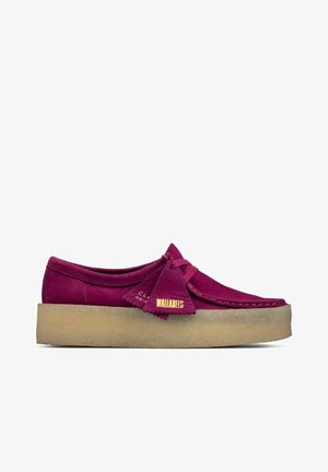 WALLABEE CUP - Boat shoes - berry nubuck