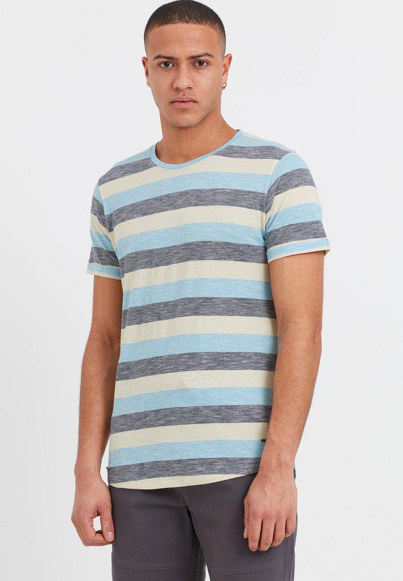Solid - RUNDHALSSHIRT THICCO - Print T-shirt - light blue