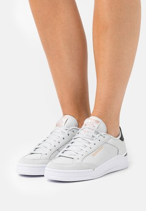 AD COURT - Trainers - pure grey/footwear white/core black