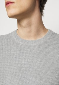 J.LINDEBERG - ANDY STRUCTURE C-NECK - Jumper - stone grey melange - 5