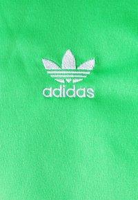 adidas Originals - FIREBIRD ADICOLOR PRIMEBLUE TRACK  - Träningsjacka - semi screaming green - 2