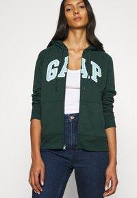 GAP - CIGARETTE RYDALE - Slim fit jeans - dark indigo - 4