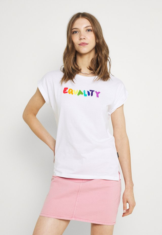 EQUALITY - T-shirt con stampa - white