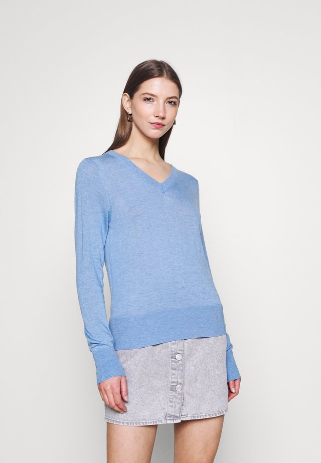 LIGHTWEIGHT WITH FITTED WAIST AND V-NECK - Jumper - sky blue melange