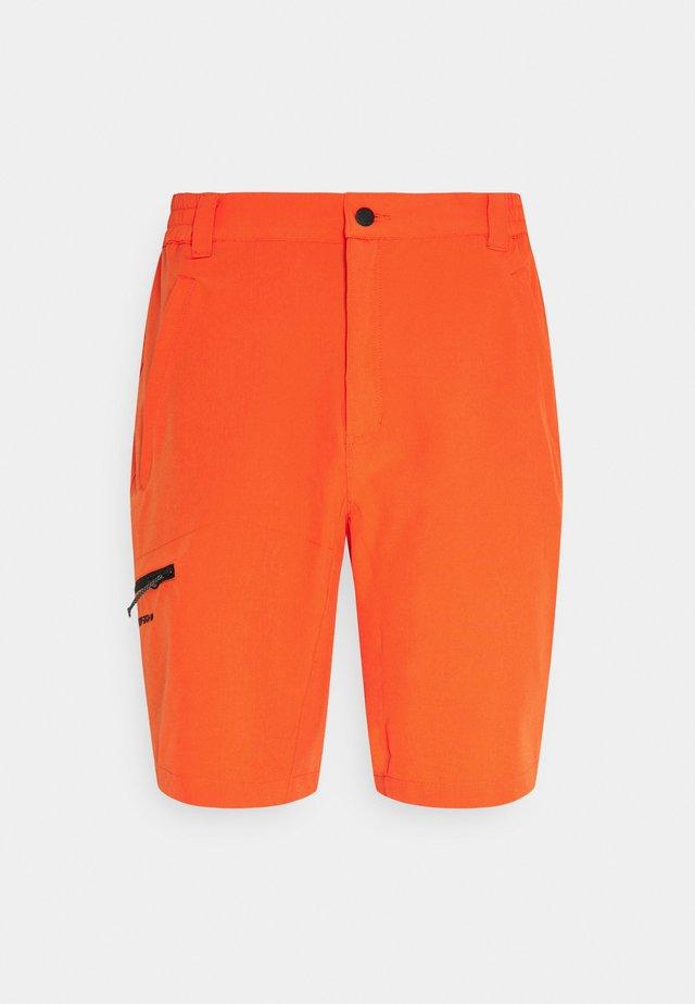 BERWYN - Korte sportsbukser - dark orange