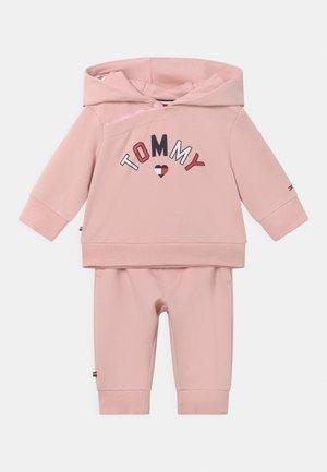 BABY HOODED SET UNISEX - Survêtement - pink