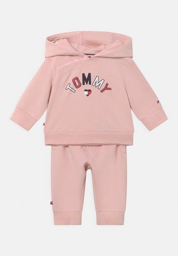 BABY HOODED SET UNISEX - Tracksuit - pink