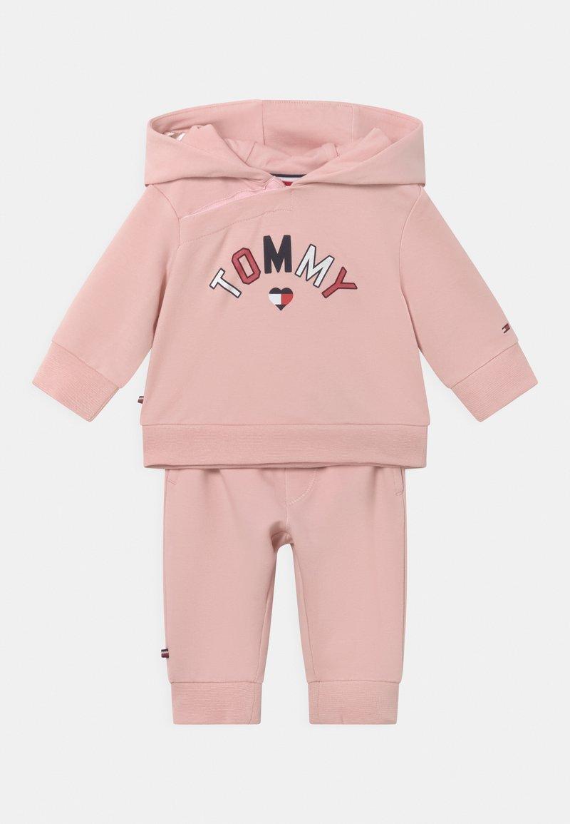 Tommy Hilfiger - BABY HOODED SET UNISEX - Trainingspak - pink