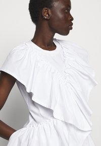 3.1 Phillip Lim - BUTTERFLY RUFFLE SLEEVE TANK - Print T-shirt - offwhite - 4