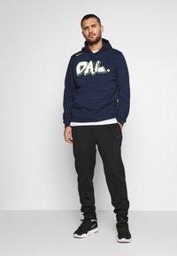 Nike Performance - NBA DALLAS MAVERICKS CITY EDITION LOGO HOODIE - Club wear - college navy - 1