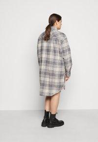 Wrangler Plus - OVERSHIRT DRESS - Košilové šaty - whisper white - 2