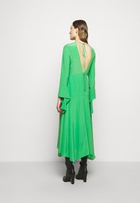 Victoria Beckham - HANKERCHIEF SLEEVE MIDI - Cocktailklänning - emerald green - 2