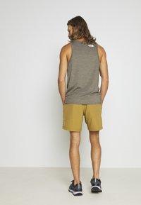 The North Face - MEN'S CLASS PULL ON TRUNK - Pantalones montañeros cortos - british khaki - 2