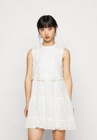 Miss Selfridge Petite - DOBBY BIB SMOCK DRESS - Vestido informal - ivory - 0