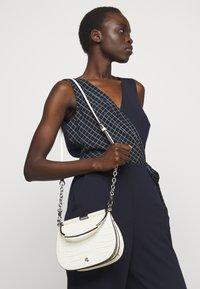 Lauren Ralph Lauren - MATTE CROC EMBOSS MASON - Handbag - vanilla - 0