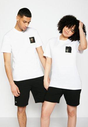 POLAROID UNISEX  - T-shirt imprimé - white