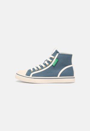 TYKE PLUS MID - Sneakers alte - sky/white