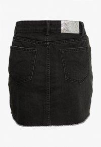 ONLY Petite - ONLSKY SKIRT RAW EDGE - Spódnica jeansowa - black - 1