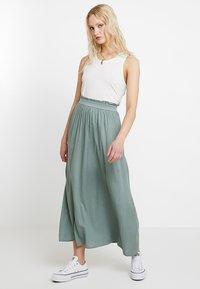 ONLY - Plisovaná sukně - chinois green - 1
