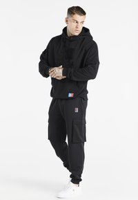 SIKSILK - SPACE JAM ELASTICATED UTILITY CARGO - Cargo trousers - black - 1
