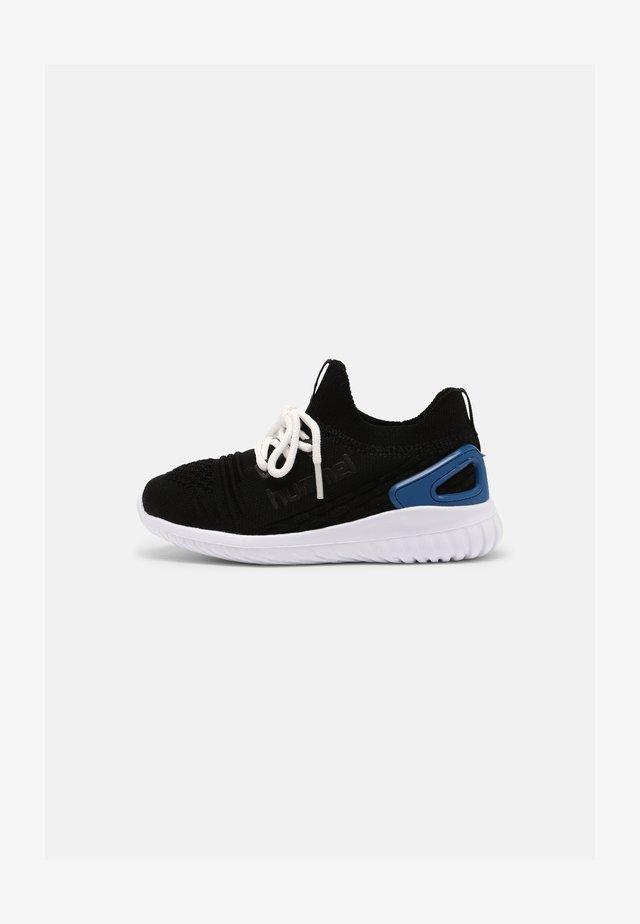 RUNNER RECYCLE UNISEX - Sneakers laag - black