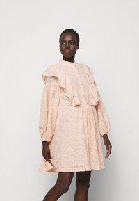 Hofmann Copenhagen - ELISE - Shirt dress - rose dust - 0