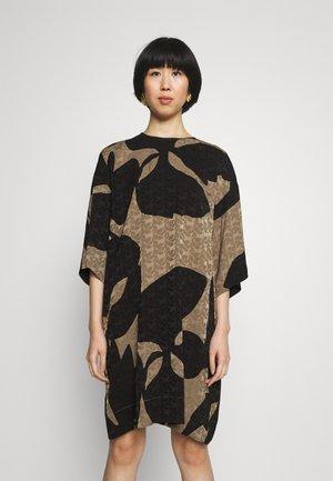 PEURA TULIAISET - Denní šaty - taupe/black