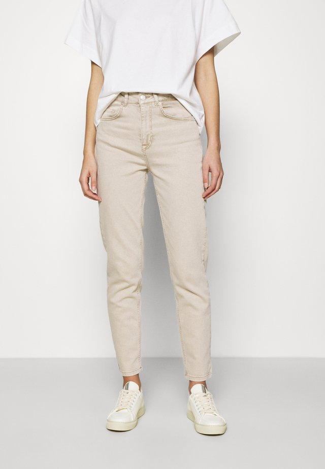 SLFBELLA SLIM TAPERED - Jeans Tapered Fit - sand