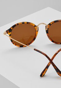 Jeepers Peepers - Lunettes de soleil - brown - 2