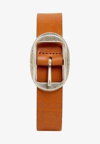 Esprit - MIT VINTAGE-SCHNALLE, AUS LEDER - Belt - rust brown - 1